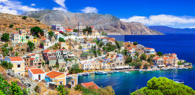 Tradycyjna kolorowa seria Grecji - piękna wyspa Symi (w pobliżu Rodos) Dodekanez