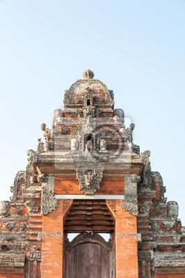 Tradycyjne drzwi świątyni w Ubud, Bali, Indonezja