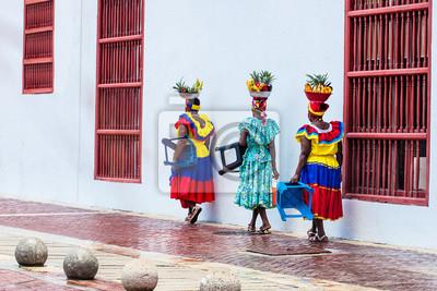 Obraz Tradycyjny sprzedawca uliczny owoców w Cartagena de Indias zwany Palenquera