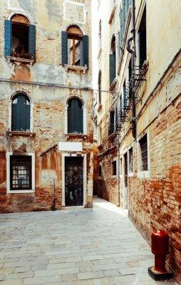 Obraz Tradycyjny widok ulicy starych budynków w Wenecji