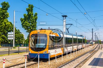 Tramwaj na stacji w Mannheim Theresienkrankenhaus - Niemcy