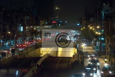 Transport / Widok systemu transportu na drogach w nocy. Ruch.
