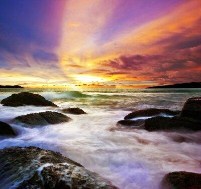 Tropikalna kolorowe morze zachód słońca.