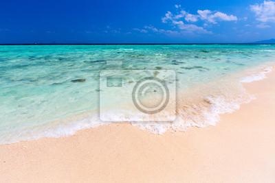 tropikalna plaża i morze w Krabi, południowej Tajlandii