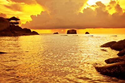 Tropikalna słońca na morzu . Tajlandia