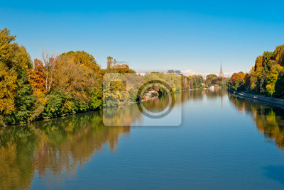 Turyn ( Torino), panorama z rzeki Pad i Mole Antonelliana