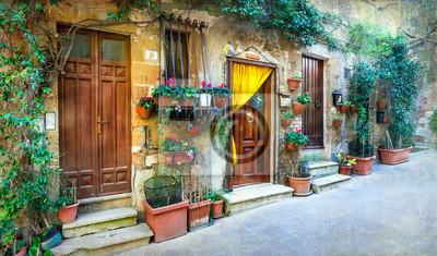 Urocze kwiatowe uliczki średniowiecznych miast we Włoszech. Pitigliano, Italy.Artistic obraz