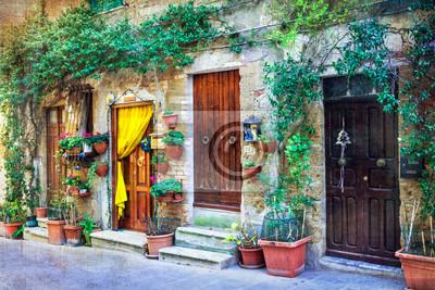 Urocze kwiatowe uliczki średniowiecznych miast we Włoszech. Pitigliano, Włochy. artystycznego stylu retro obraz