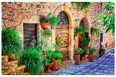 Urocze ozdoby zdobione ulicami średniowiecznych miast Włoch. Spello w Umbrii