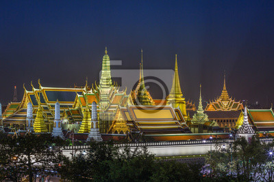 Uroczysty pałac i Wat Phra Keaw przy nocą, Bangkok, Tajlandia