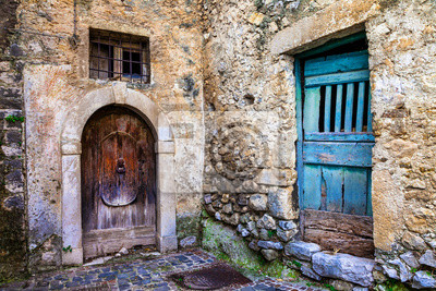 Urokliwe uliczki starych opuszczonych wsiach włoskich