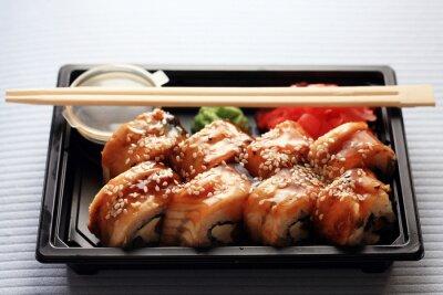 Obraz usługi dostawy rolki japoński żywności w plastikowym pudełku