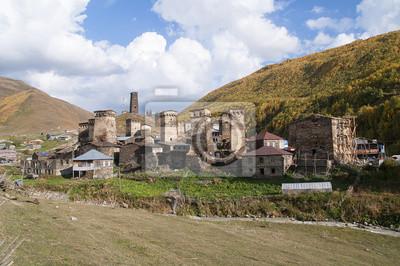 Uszguli, położona Wsród kaukaskich szczytów gruzińska wioska
