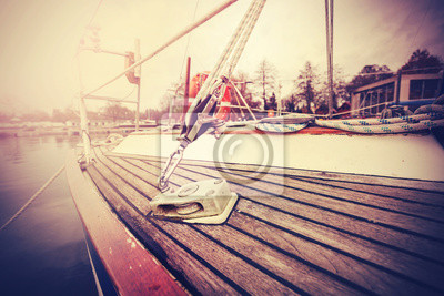 Vintage filtrowane bliska obraz jachtu takielunku.
