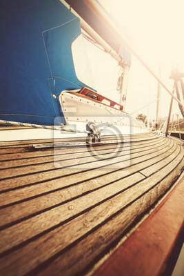 Vintage filtrowane bliska obraz pokładu jachtu i takielunku.