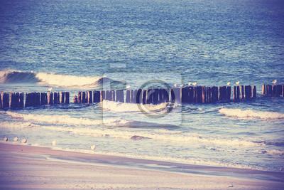 Vintage retro filtrowany obraz plaży, spokojnym tle.