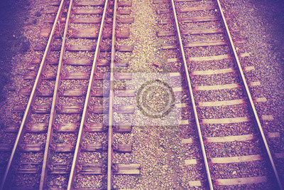 Vintage retro filtrowany obraz torów kolejowych.