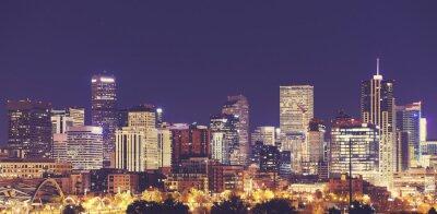 Vintage stonowanych Denver Downtown Skyline w nocy, Stany Zjednoczone Ameryki.