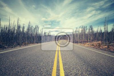 Vintage stylizowane malownicze drogi, zdjęcie koncepcji podróży.