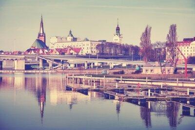 Vintage stylizowane nabrzeżne miasto Szczecin i marina rano, Polska.