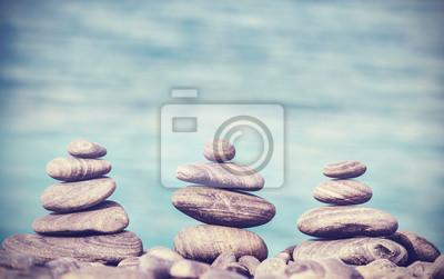 Vintage stylu retro hipster obraz kamieni na plaży, Zen Spa Co