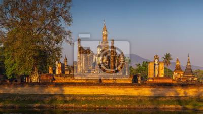 Wat Mahathat w Sukhothai park historyczny, Tajlandia