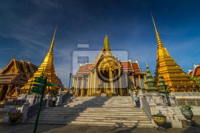 Wat Phra Kaew, Świątynia Szmaragdowego Buddy z błękitne niebo Bangkok, Asia Tajlandii