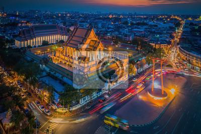 Wat Suthat Sao Ching Cha (Giant Swing) podczas zachodu słońca (Bangko