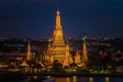 Wata Arun świątynia przy zmierzchem w Bangkok Tajlandia.