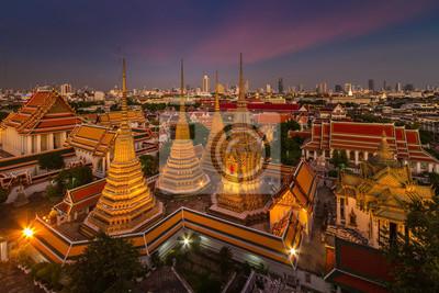 Wata Pho świątynia przy zmierzchem, Bangkok, Tajlandia