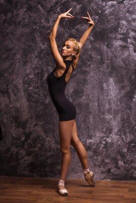 Obraz Wdzięku smukły baleriny taniec w studiu