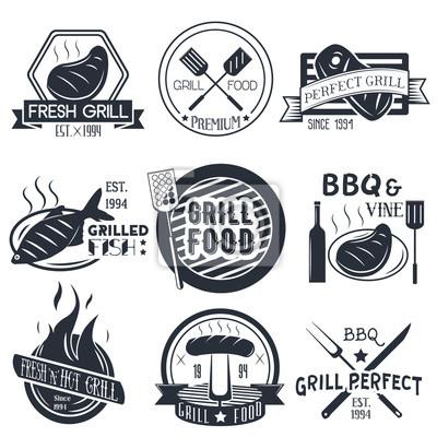 Wektor zestaw grillem i bbq etykiety w stylu vintage. Elementy konstrukcyjne, ikony, logo, emblematy, naszywki na białym tle.