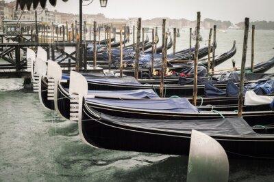 Obraz Wenecja, gondole w deszczu