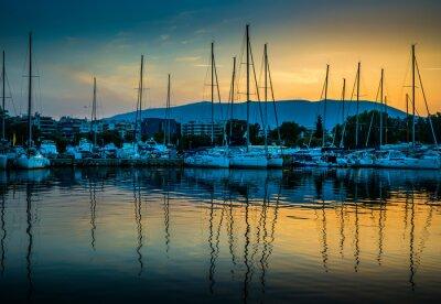 Obraz White jachtów w zatoce Atenach, w Grecji.