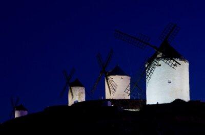 Obraz Wiatraki w nocy, Consuegra, Kastylia-La Mancha, Hiszpania