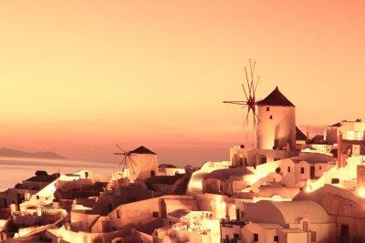 Obraz Wiatraki w Santorini przed zachodem słońca, Grecja