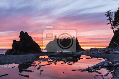 Wibrujący Ruby Beach Sunset Silhouette