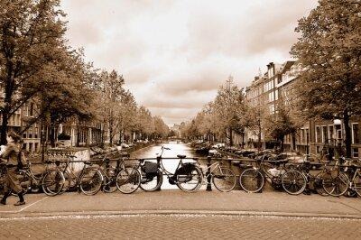 Obraz Widok na centrum Amsterdamu z rowerów na moście