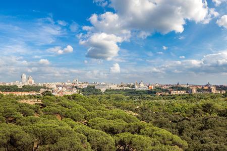 Obraz Widok na panoramę katedry Almudena i Pałacu Królewskiego w Madrycie, Hiszpania