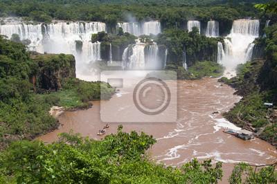Widok na Wodospady Iguazú PO Brazylijskiej Stronie Parku
