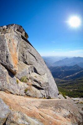Widok od Moro skały, unikalna granitowa kopuły rockowa formacja w sekwoja parku narodowym, usa.
