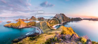 Obraz Widok z góry wyspy Padar przed porankiem z wyspy Komodo (Park Narodowy Komodo), Labuan Bajo, Flores, Indonezja