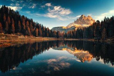 Obraz Widok z lotu ptaka Lago Antorno, Dolomity, Jezioro górskie krajobraz z Alp szczyt, Misurina, Cortina d'Ampezzo, Włochy