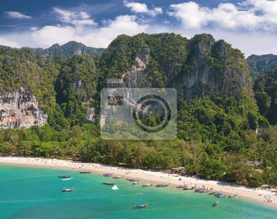 Widok z lotu ptaka pięknej plaży Railay w Tajlandii.