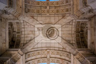 Widok z wnętrza dachu Łuk Triumfalny, znajduje się pomiędzy ulicami Augusta i placu Commerce w Lizbonie, stolicy Portugalii