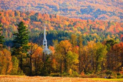 Obraz Wiejskie miasteczko Vermont w godzinach szczytu liści sezonu.