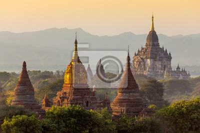 Wiele Świątynia w obszarze Bagan, Myanmar.