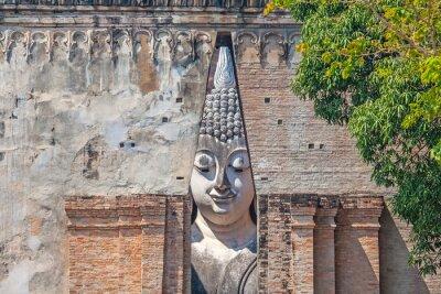 Wielki Budda w Srichum świątyni.