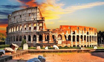 wielki Colosseum na zachodzie słońca, Rzym