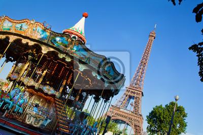 Wieża Eiffla i zabytkowe karuzela, Paryż, Francja